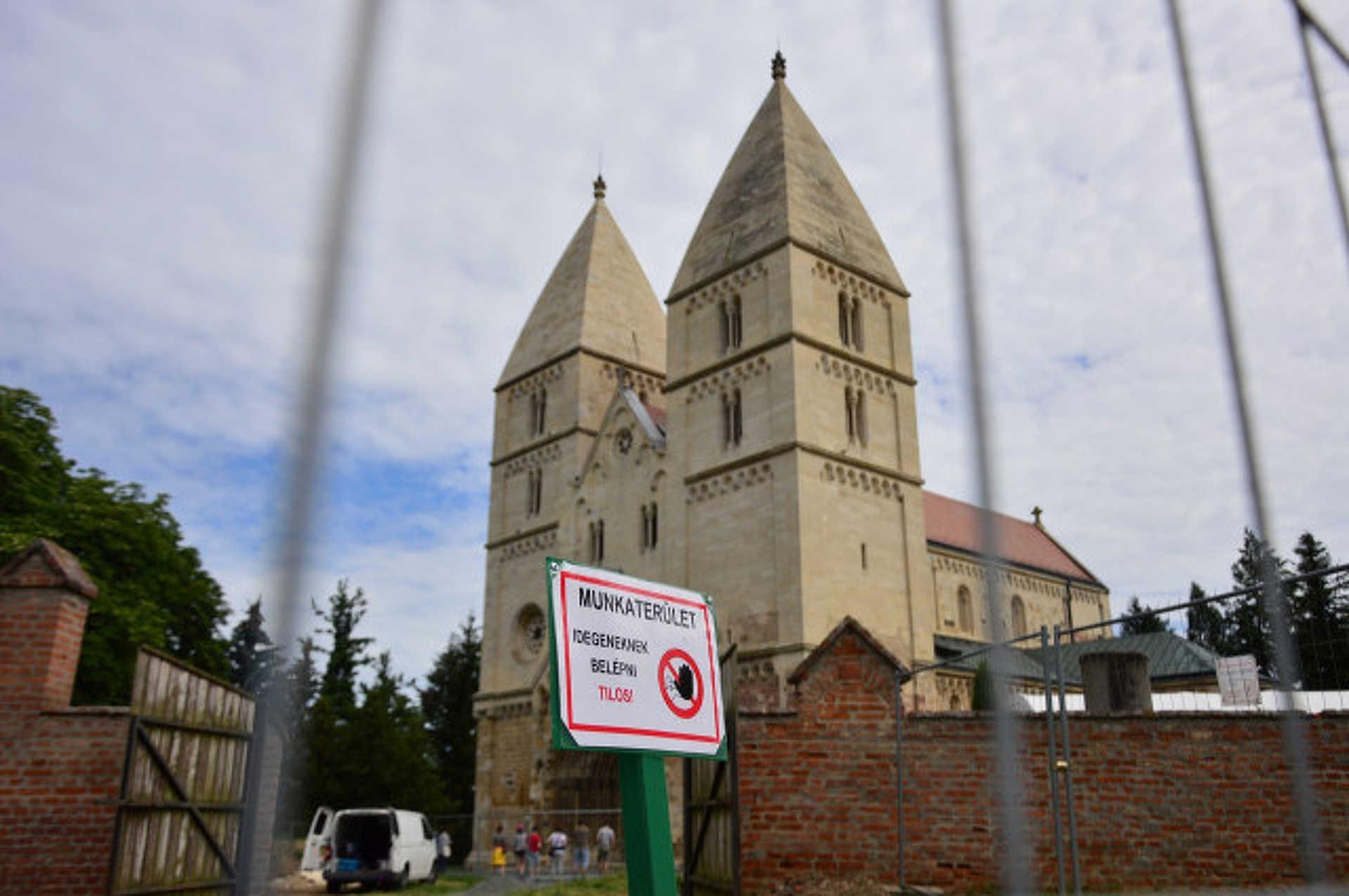 Jáki templom felújítás