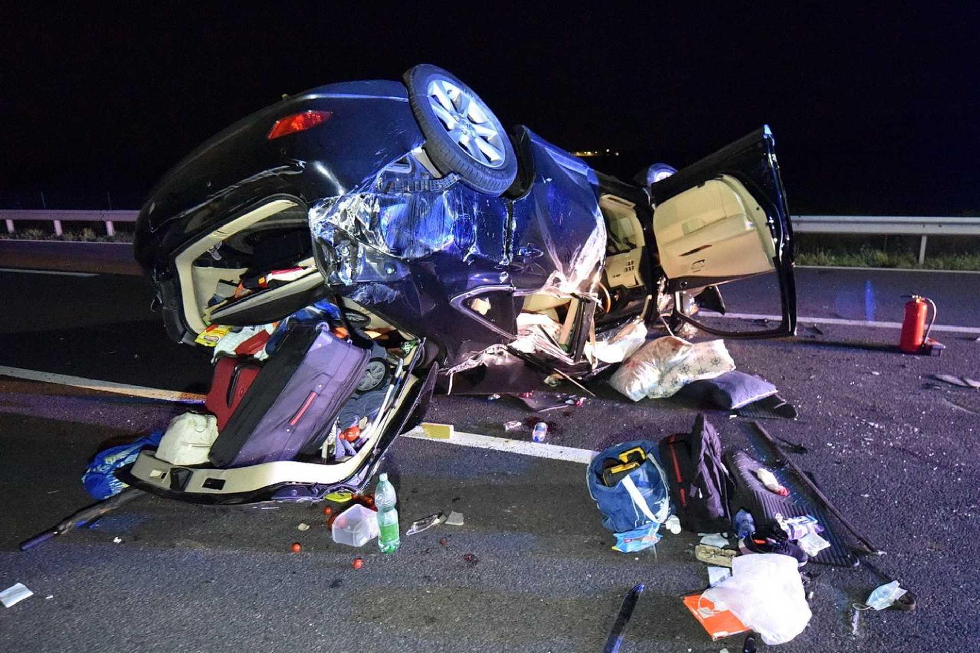 Levegőbe repült egy autó az M86-oson