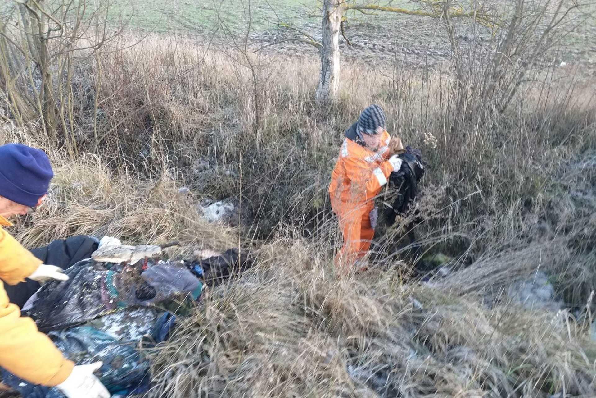 Illegális hulladéklerakó a Bakterházhoz vezető út mellett