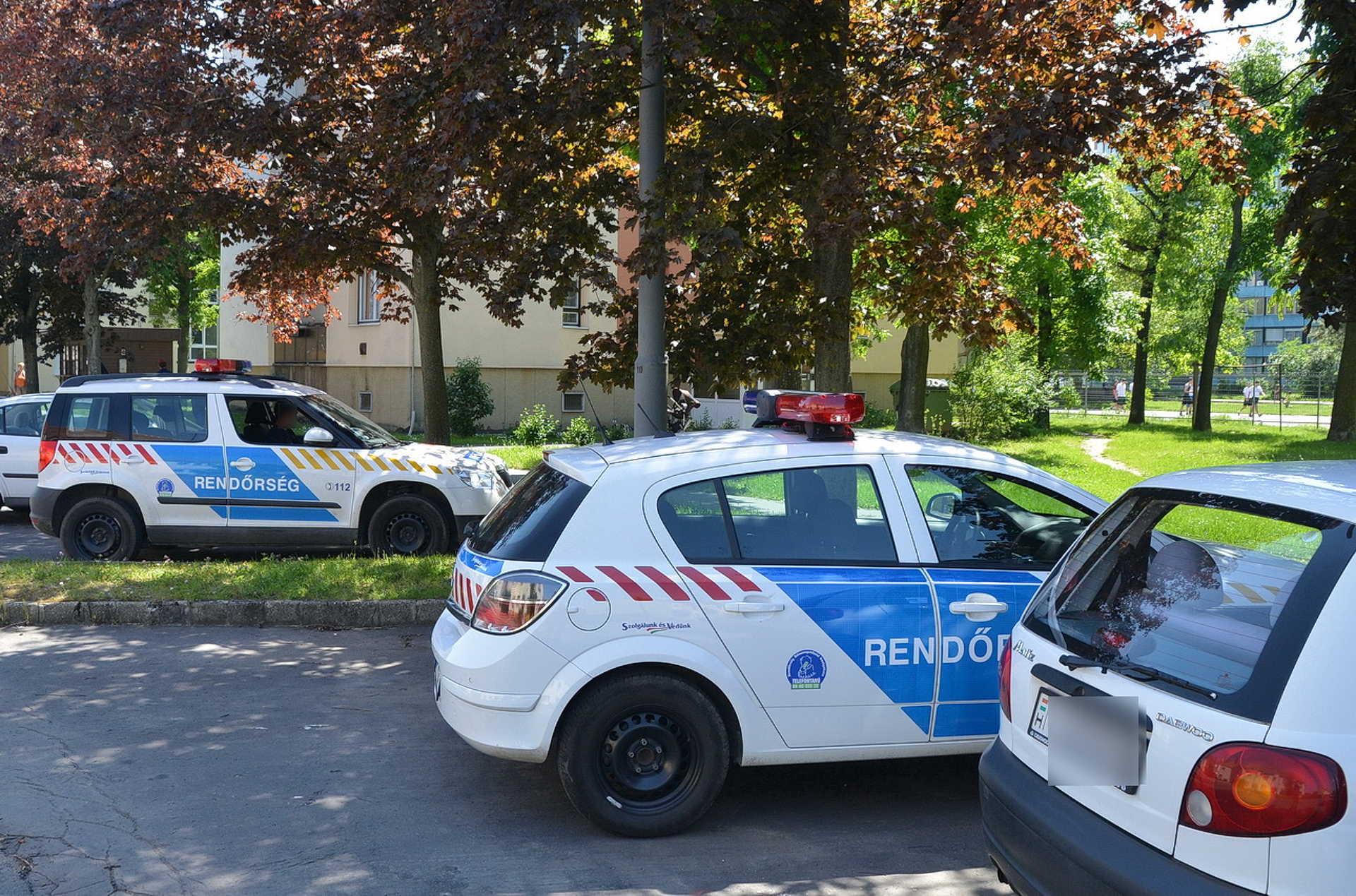 Rablás utáni rendőri jelenlét a Derkovits városrészen