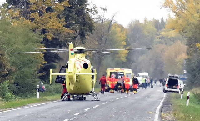 Mentőhelikopter szállította kórházba a súlyosan sérült motorost