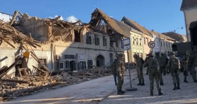 Katonák dolgoznak a károk elhárításán Zágrábban a december 29-i földrengés után - Forrás: 24sata