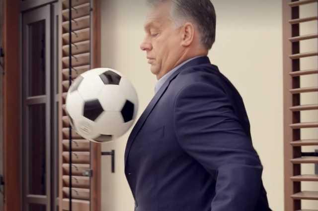 Orbán Viktor dekázik