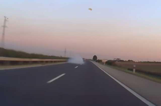 Elszűlt a BMW motprsja az autópályán