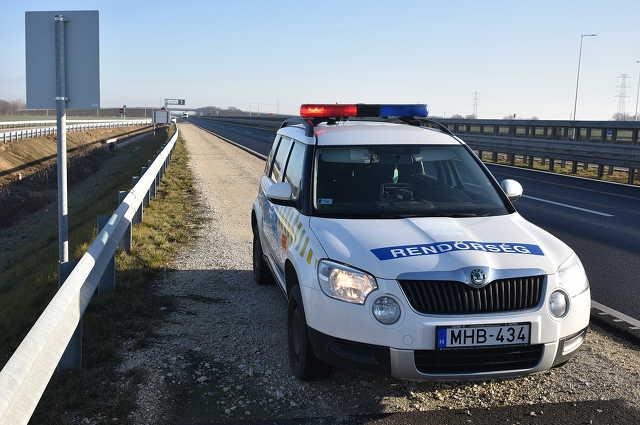 Két pályaelhagyásos baleset az M86-os autóúton