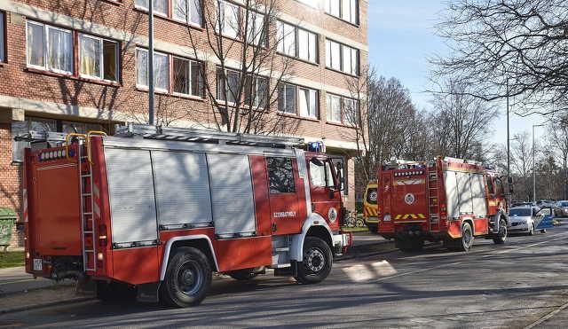 Rosszulléthez érkeztek a mentők, közben kigyulladt egy mikrohullámú sütő egy szombathelyi kollégiumban