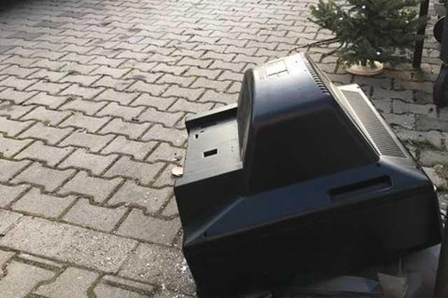 TV parkol a szombathelyi Király utcai tömbbelsőben