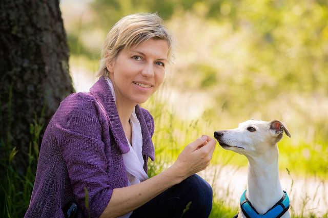 Bécs állatvédelmi ombudsmanja, Eva Persy és Furio kutya