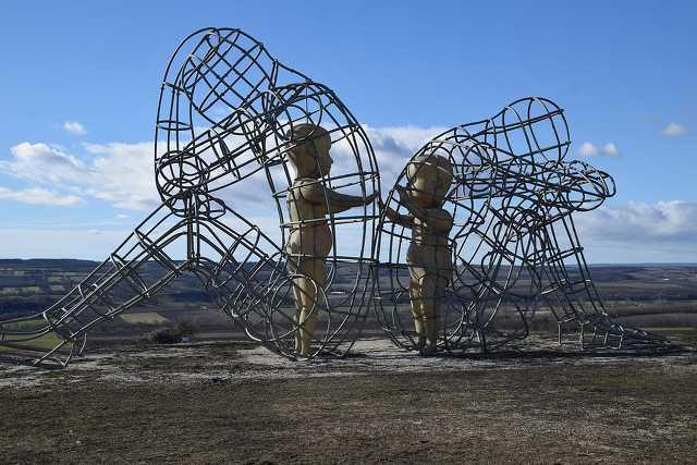 Szerelem-szobor, Vál