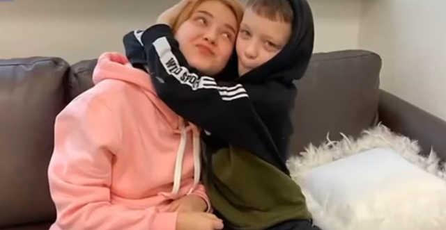 Tíz éves orosz kisfiú, aki apának vallotta magát