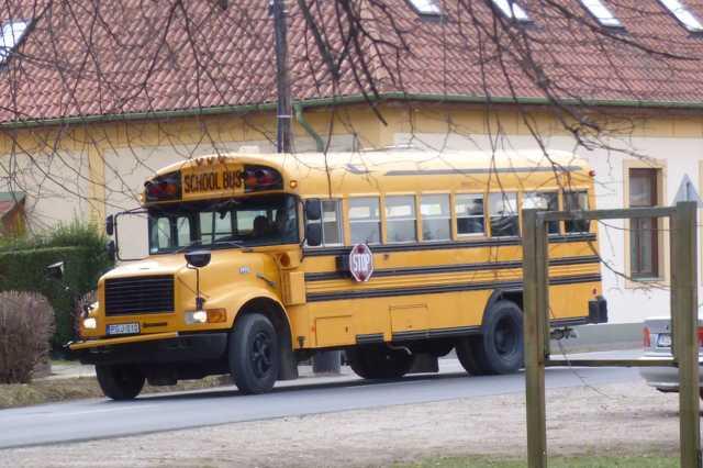 Amerikai iskolabusz Kőszegen