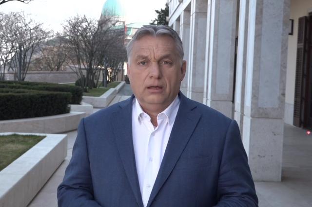 Orbán Viktor élőzik