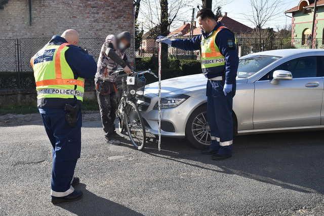 Kerékpáros asszonyt ütött el Mercedes Szombathelyen