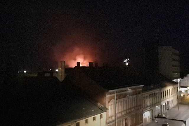 Szeméttelepi tűz közben tűzijáték Szombathelyen