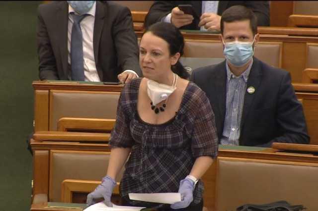 Szabó Tímea a parlamentben