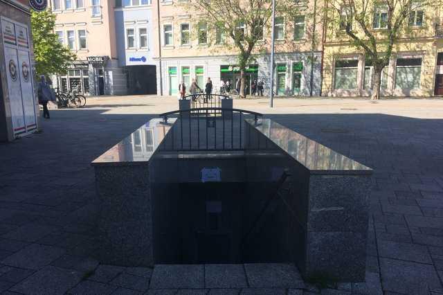 Zárva a nyilvános vécé a Fő téren