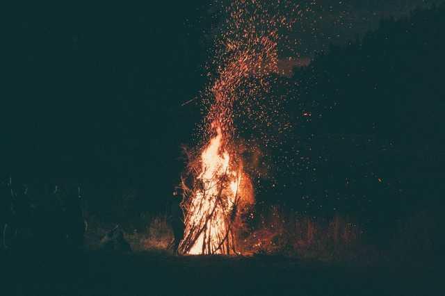 Tű, égetés,