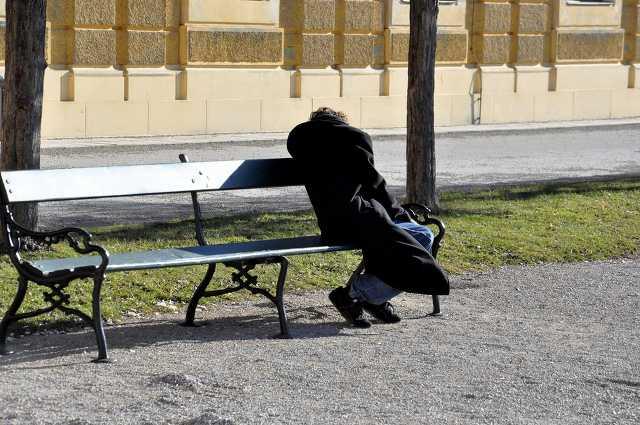 Munkanélküli, hajléktalan, szegény, szegénység