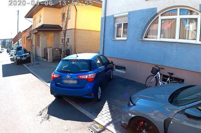 Szabálytalan és kreatív parkolások Szombathelyen: Móricz Zsigmond utca