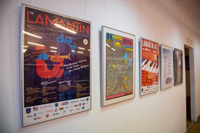 Plakát kiállítás a könyvtárban