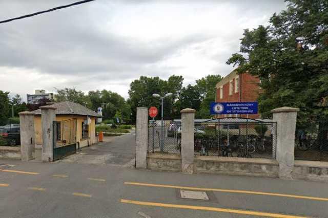 A Markusovszky kórház hátsó bejárata