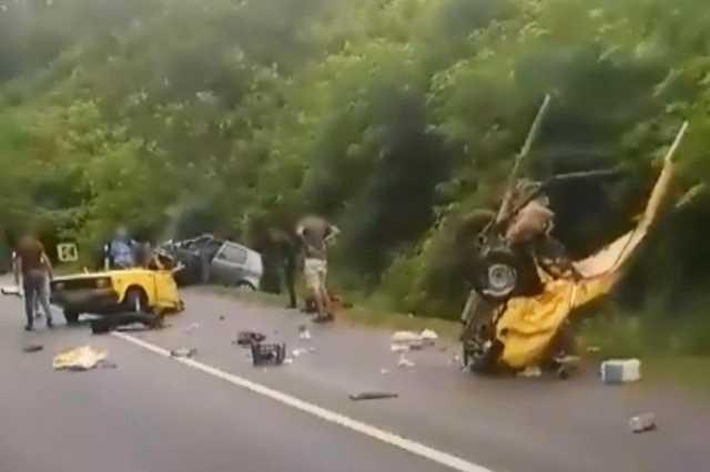 Kettészakadt autó