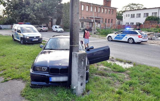 Vita után koccanás – oszlopnak gurult a BMW Szombathelyen