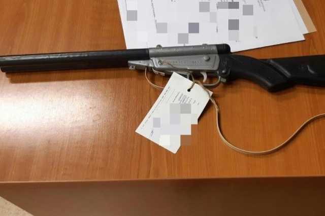 Játékfegyvert fogott a taxisra egy férfi Győrben