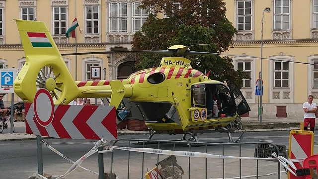 Mentőhelikopter a Széchenyi téren