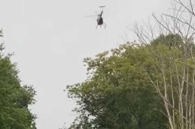 Helikopter gallyazza a faágakat