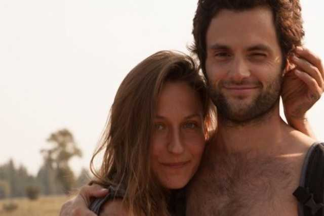Penn Badgley és Domino Kirke