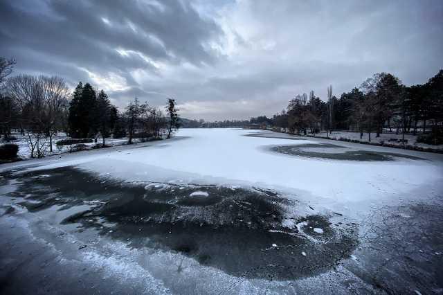 A szombathelyi Csónakázótó téli köntösben