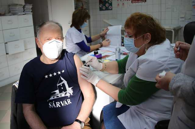 Kondora Istvánt is beoltották
