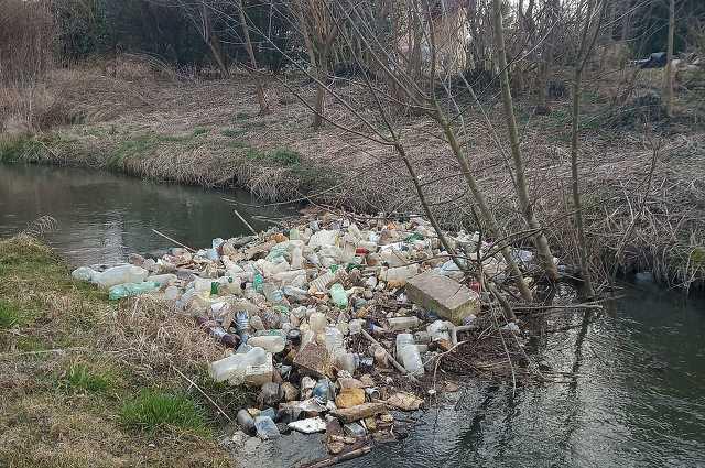 Szemét a Vas megyei folyópartokon