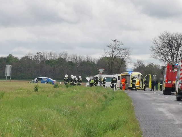 """Kisbusz hajtott Daewoo elé a """"hírhedt"""" bobai elágazóban - ketten megsérültek"""