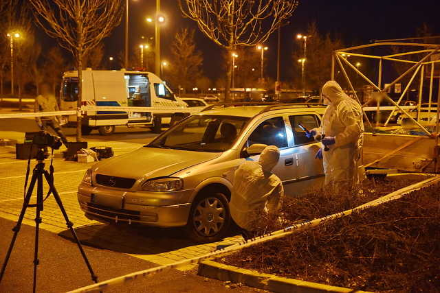 Helyszíni szemle a hipermarket parkolójában - az utánfutón nem volt holttest