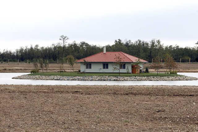 Ház a tó közepén