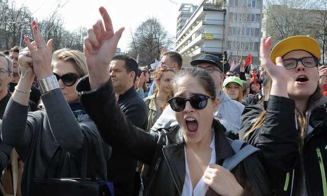 Tüntetnek a lengyelek az egyház által erőltetett teljes abortusztilalom ellen