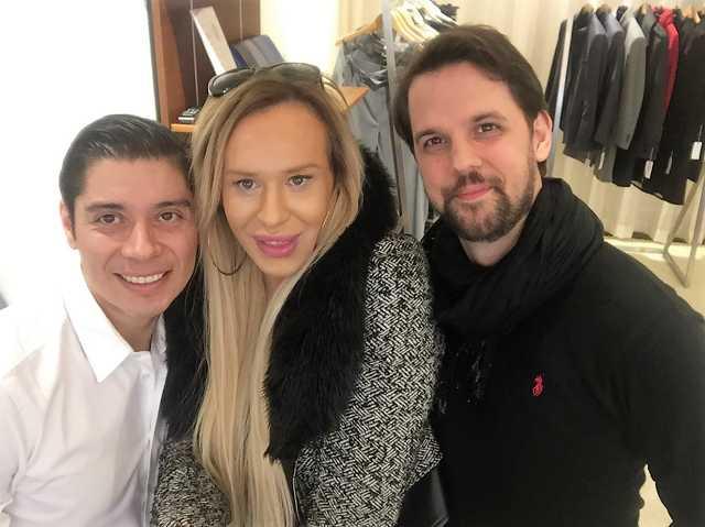Alexis Fernandez - az üzlet egyik tulajdonosa, én és Lukács László