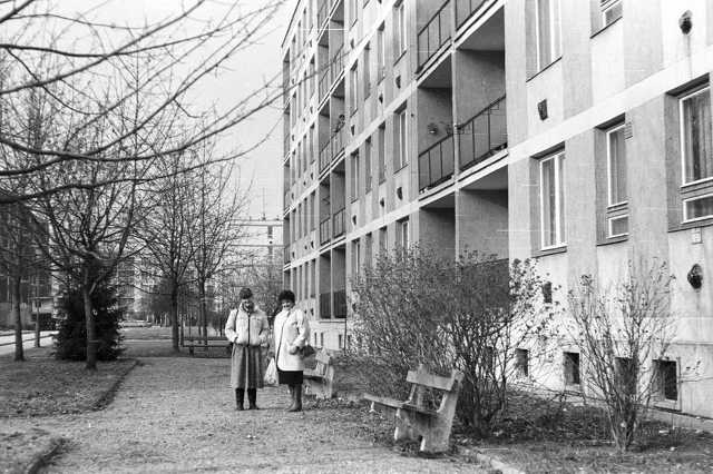 Derkovits lakótelep, jobbra a Szűrcsapó utca 20/a-c