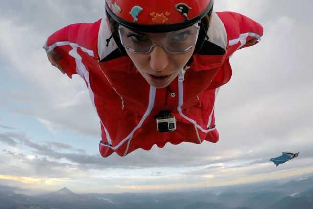 vulkán felett wingsuitban :oooo