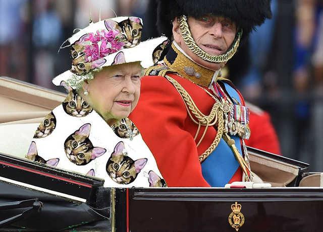 II. Erzsébet, brit királynő zöld ruhában és annak különböző variációi