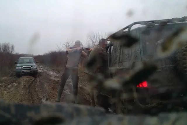 Címlap a vadászos videóhoz (fejek kitakarva)