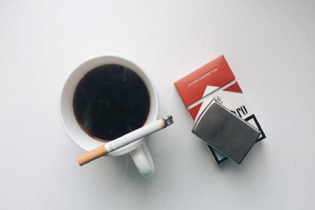 cigi, kávé
