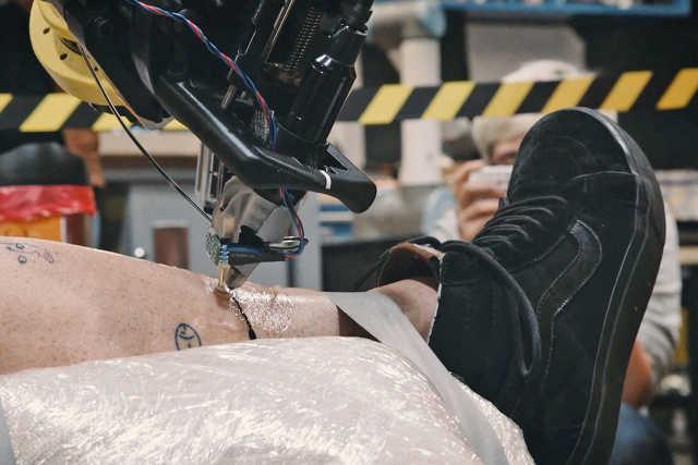 amikor a robot tetovál