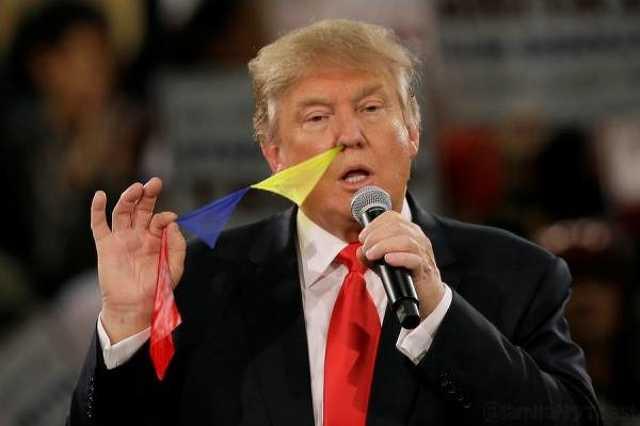Donald Trump zászlókat húz ki az orrából