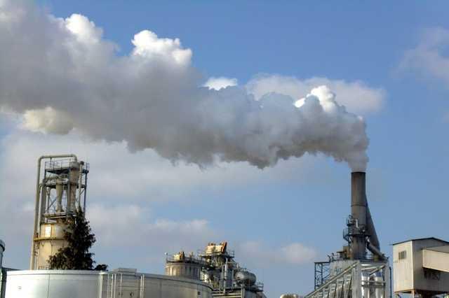 Fekete füst a Falco-gyárból
