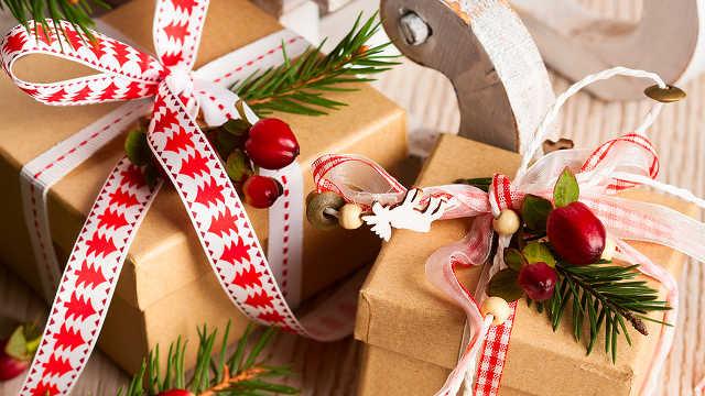 Az ajándék bontás örömét ne vond meg magadtól.