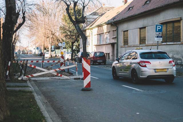 Felújítás a Deák Ferenc utcában