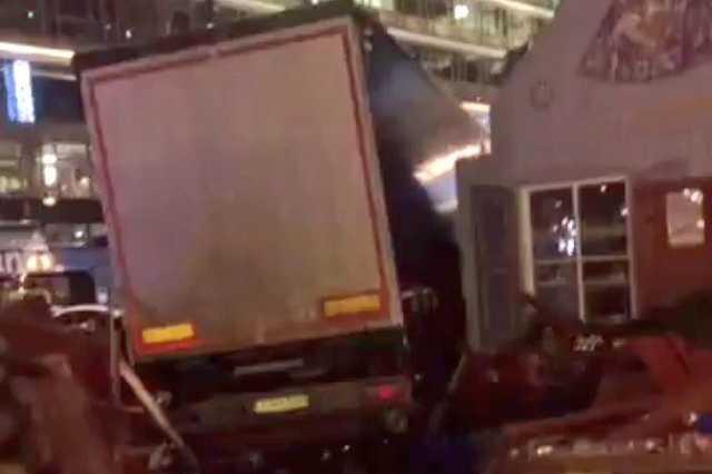 Teherautó hajtott a berlini karácsonyi vásárba